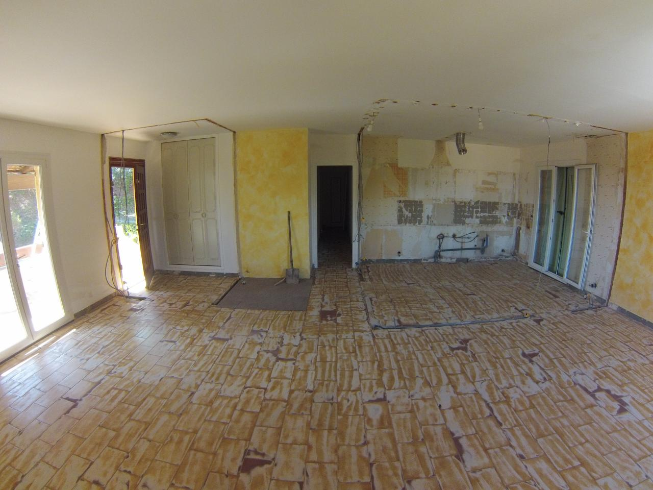 24. Espace cuisine ouvert dans grande pièce a vivre