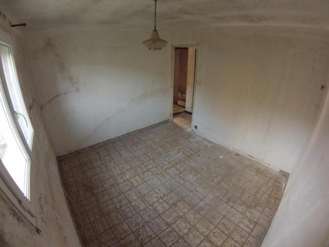 Chantier de rénovation d'une chambre avec espace dressing AVANT